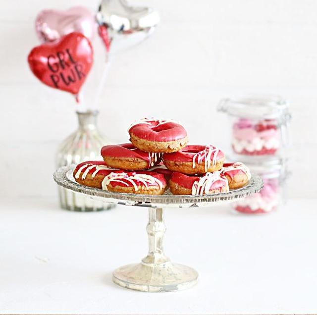 レンジで溶けるチョコを使って! 簡単バレンタインパーティー