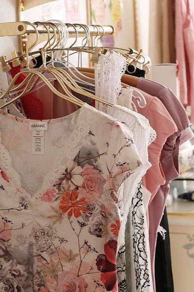 オリジナル下着のほかに、 インポートのランジェリーや洋服も扱っています。