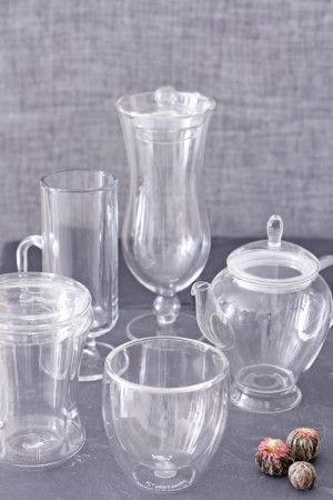 工芸茶をいれるときには中身が見えるように ガラス製のポットかグラスを用意しましょう。 グラスは必ず耐熱性のものを。 グラスに蓋がついているものは、 ポットのようにしっかり蒸らすことができるのでおすすめです。
