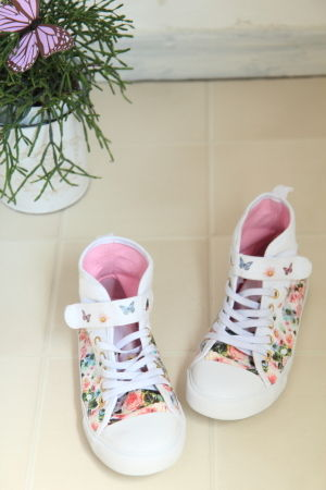 子ども靴+ウォールデコで可愛い玄関インテリア