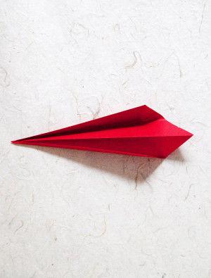 4.中心線が折り山になるように折ります