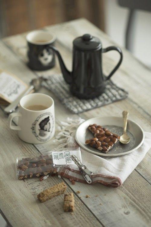 『逆さ絵』のマグカップで、会話のはずむカフェ時間
