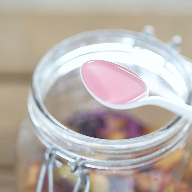 ハーブでほんのりピンク色~美味しすぎる、かりん喉用シロップの作り方~