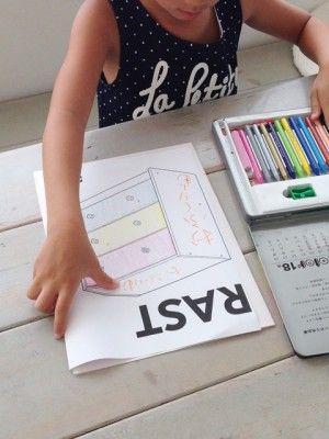 無塗装ということあって、 子どもの好きな色でペイントすることに。 まずは、何色にするか構想からスタート。