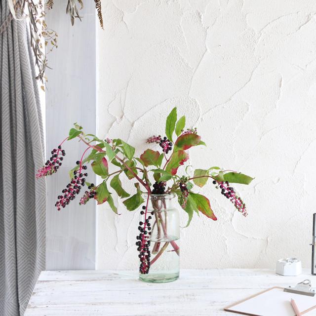 [雑草アレンジ]たわわに実ったヨウシュヤマゴボウ。ポイント3つですてきなグリーン飾りに