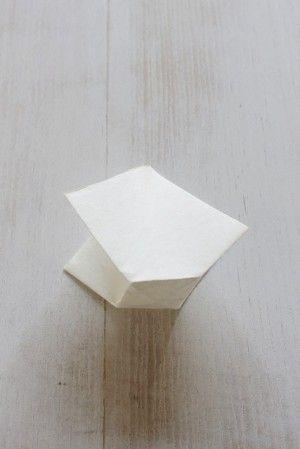 下の菱形の部分をまちにして袋のように整えて出来上がり。