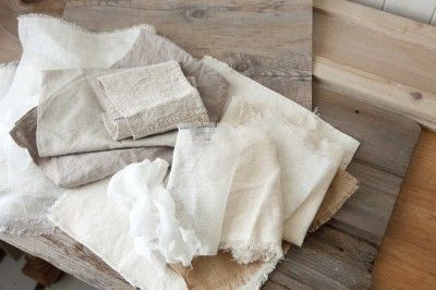 くたくたになった布や色あせた板などの「下地コレクション」