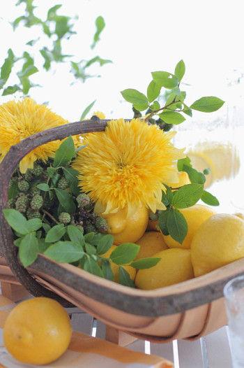 夏らしいひまわりとレモンのアレンジの出来上がりです。
