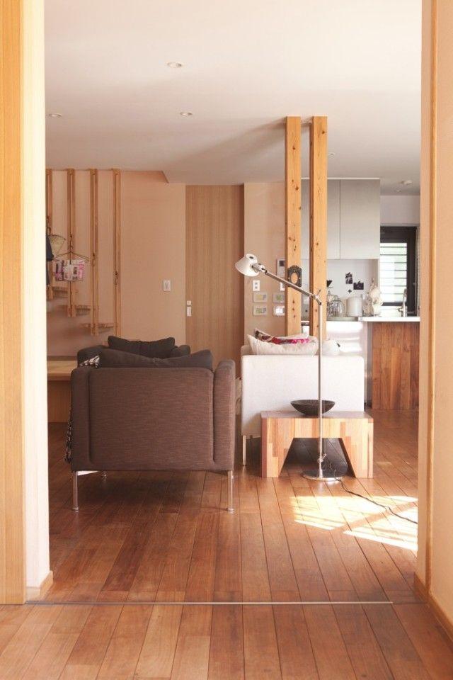 玄関から引き戸を開け、LDKへ。光があふれる気持ちのいい大空間が広がります。