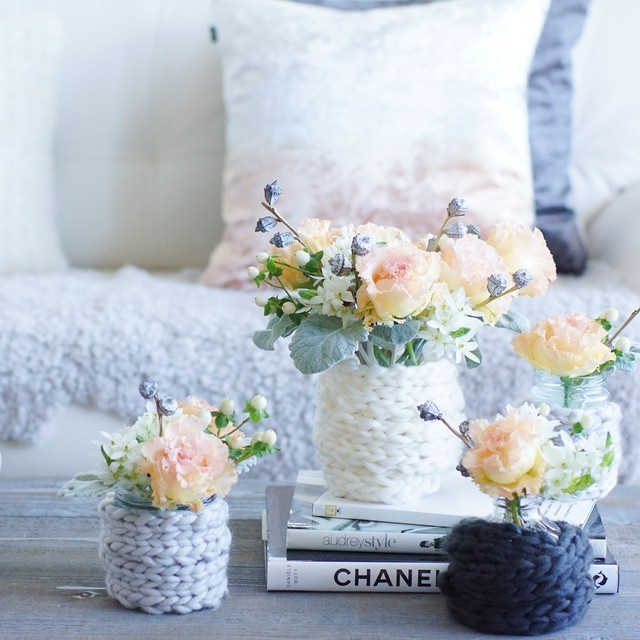 【秋の花色配色】アプリコットピンク&シルバー 100均毛糸で花瓶もほっこり冬支度♪