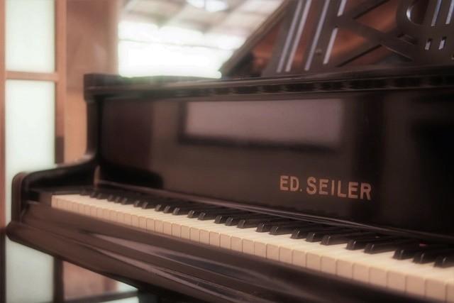 京都♪90年ぶりに里帰りした半円形のヴィンテージピアノ