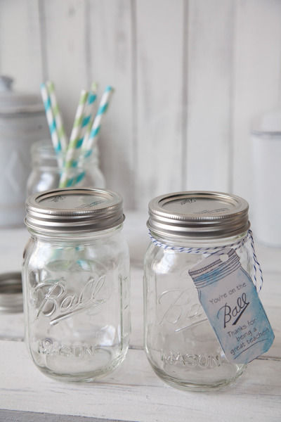 Mason jarをペイントして、ふんわりフラワーベース