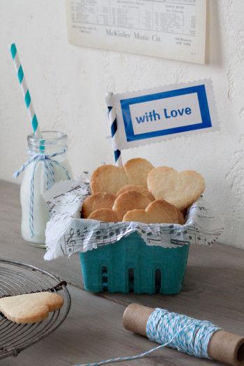 お菓子を手作りする方は、プレゼント用のボックスとして。 おうちパーティのときなど、ネームタグを作ってお土産用に並べて置くと パーティが盛り上がりそうです。
