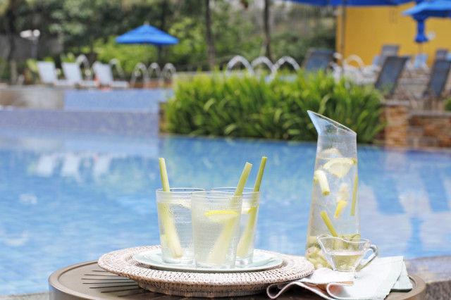 自然素材のストローでリゾート風レモングラスアイスティー