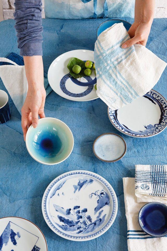 どんなスタイルの食器も受けとめる、グラデーションの布の魅力