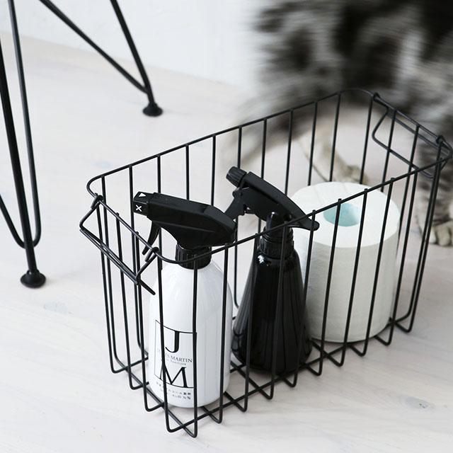 お悩み解決!白黒×バスケットで猫の掃除道具もスッキリ収納