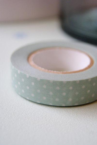 土谷さんは、 夏にも合うスモーキーな マスキングテープをセレクト。