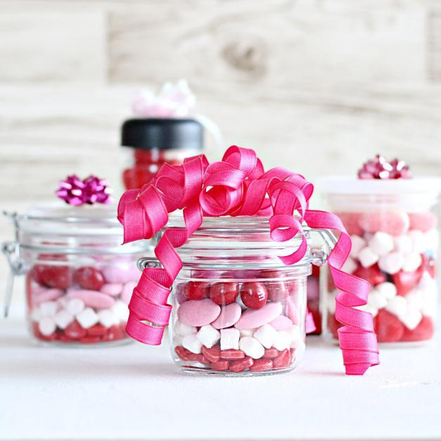 市販のキャンディを詰めるだけ♪ 簡単カラフルなバレンタインジャー