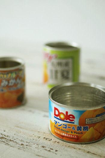 缶は同じサイズで揃えるのではなく、 サイズ違いがおすすめ。 リズムが出るので飾りやすくなり、 オシャレに見えるんです^^
