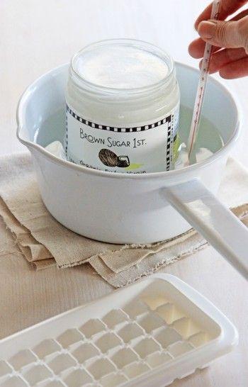 せっかくの低温圧縮なエキストラバージンオイルなので、40度くらいのお湯でゆっくり湯煎します。