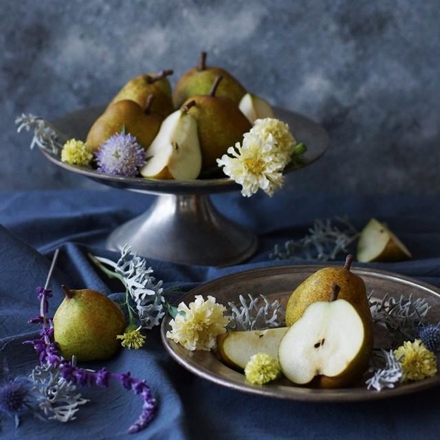 【秋の花色配色】淡いイエロー×ブルーグレイ フルーツの色から花選び~洋ナシ編~