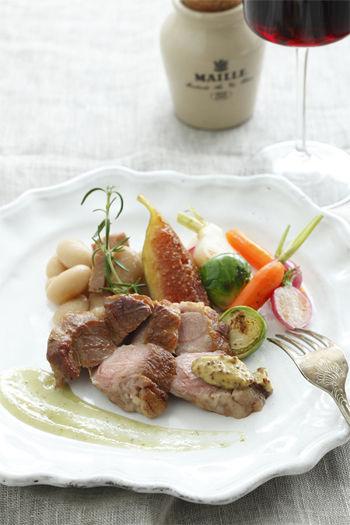 豚肉のグリル、白インゲン豆の煮こみ添え