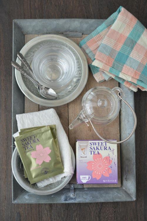 器の中で花開く姿にうっとり… 桜茶で気軽にお花見気分