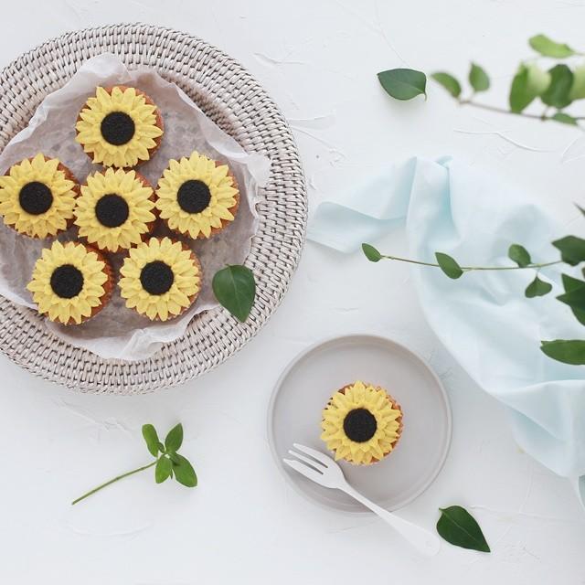 夏休みに~ 簡単可愛い! 100均の絞り袋1枚で作るひまわりフラワーケーキ