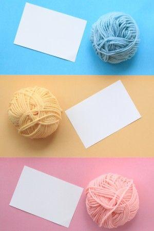 作り方は簡単! カードに鉛筆で薄くLOVEと書きます。 書いた文字の上にボンドを薄く塗ります。 文字に毛糸を添わせるように貼っていけば 出来上がり♪