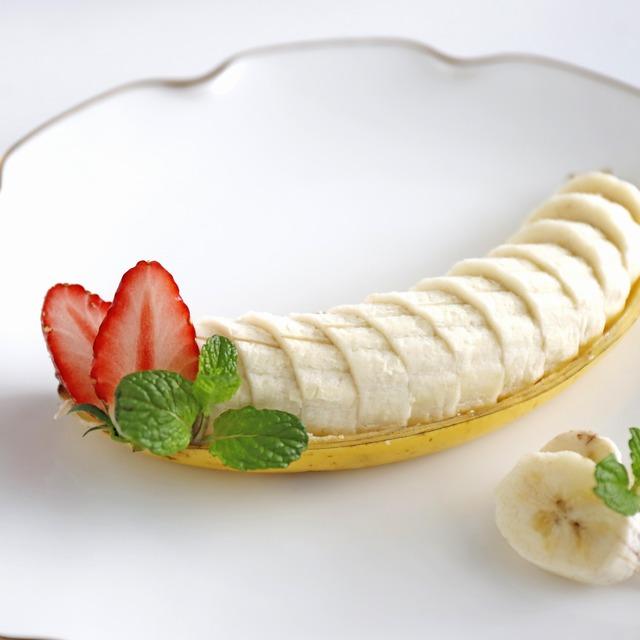 バナナがおもてなしデザートに大変身!「バナナボート」の作り方