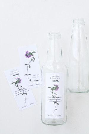 押し花を貼ったラベル台紙を カラーコピーし、 切り抜いて空き瓶に貼れば完成です。