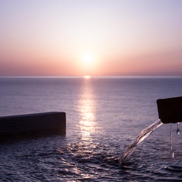 【ワンコとおでかけ】波の音をBGMに 源泉かけ流しの小さな湯宿「福の湯」