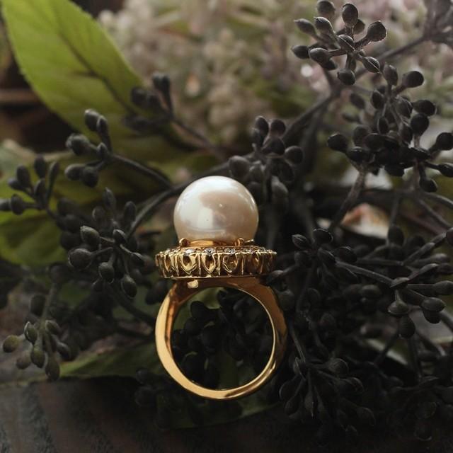 秋の装いに♪ 大人の女性の魅力を引き立てる「南洋真珠」のリング