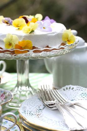 かわいい幸せ ビオラのケーキ