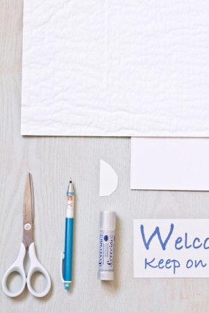 【材料】 ボード、ハニカムペーパー ハサミ、ペン、のり、たまごの型紙、 文字のコピー、またはカードなど