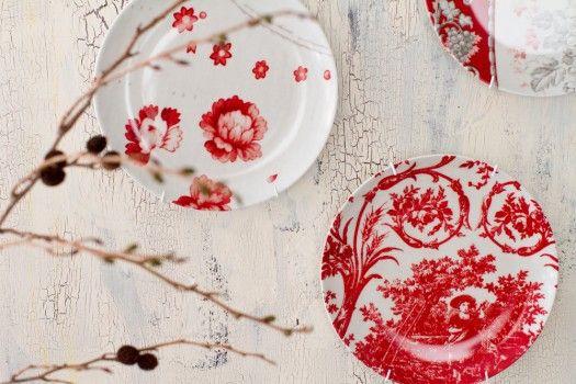 カワイイお皿をプレートハンガーで壁に飾っちゃおう♪