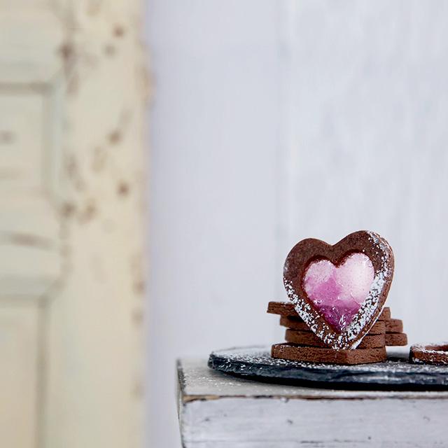 バレンタインのステンドグラスクッキー キャンディーの砕き方のコツつき