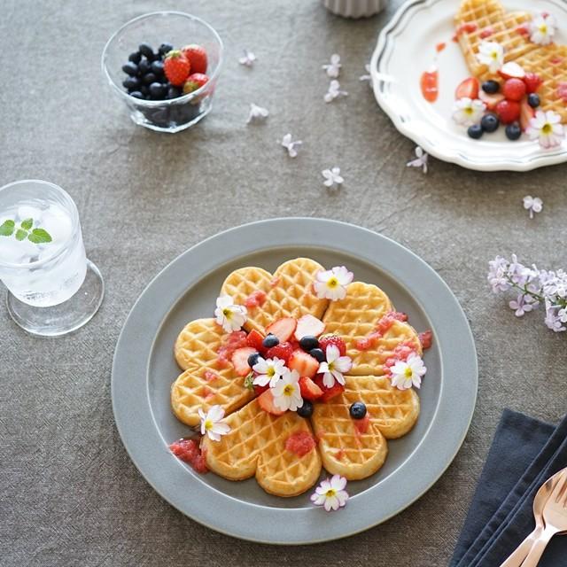 SNS映えする!フォトジェニックな食べられる花の楽しみ方 トッピングアイデア4選