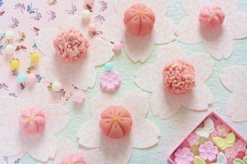 桜色の和菓子から、幸せ溢れるひとときを