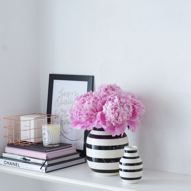 【初夏の花色配色】ピンク×白黒 今が旬の芍薬!北欧花瓶を使ってモダンに活けるコツ
