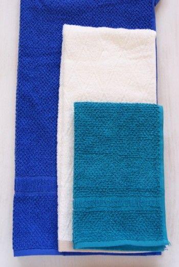 4つに折って重ねてみると、 このように大きさが違うタオルも……
