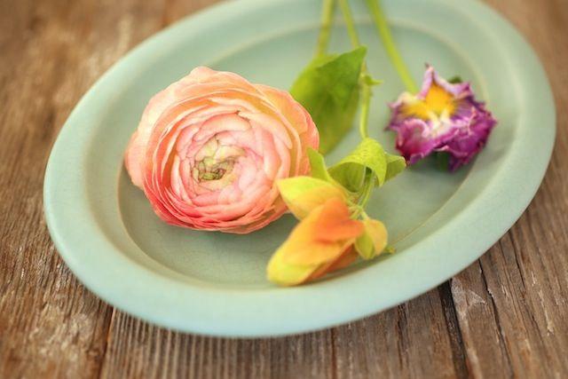 カラフルがトレンド♪ ブライトカラーの花で旬なインテリア