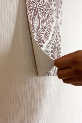 剥がせる壁紙でセルフリフォーム