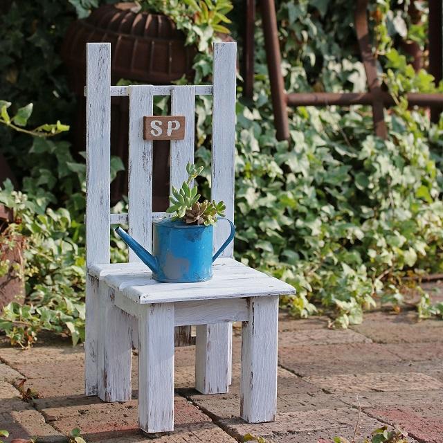 夏休みの工作に☆材料費1000円以内でできる椅子型花台の作り方