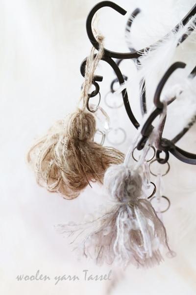上質なハンカチと撚糸の毛糸でつくるタッセル