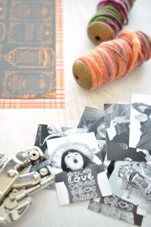 用意するのは白黒にした子ども達の写真とオレンジや黒のデザインペーパー、写真をつなげるためのリボンや毛糸です。