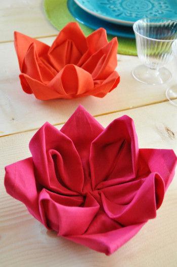 ハスは極楽浄土のお花です。 ご先祖様もきっと喜んでくださることでしょう。 明るい色のナプキンは、テーブルを華やかに彩ってくれます。