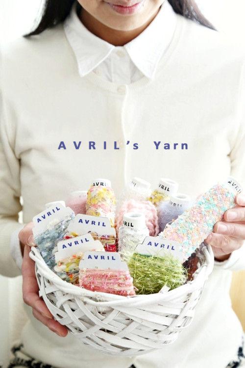 """木枯らしの寒い日は、お家で""""アヴリル""""の指編みパーティしよう!"""