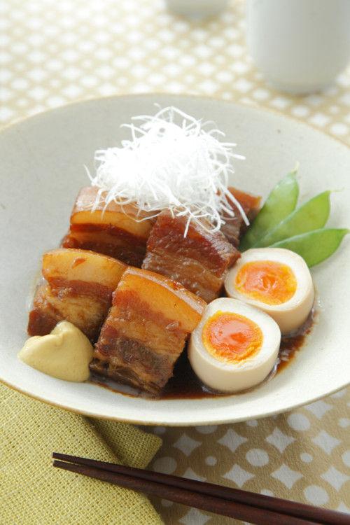 コラーゲンたっぷり! 豚の角煮 半熟卵添え