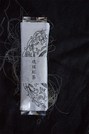「月のかほり」は、2009年に、 東京・新宿の百貨店での限定販売で、 100グラム1万円にもかかわららず あっという間に売り切れたという紅茶。